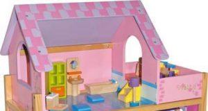 Różowy drewniany domek dla lalek z windą
