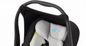 Samochodowy fotelik dla niemowlaka czarny