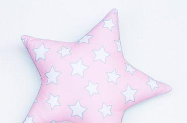 Dla dziecka różowa poduszka w kształcie gwiazdki