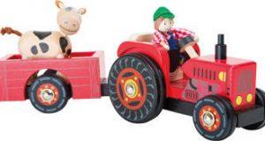 Drewniany traktor z krówką do zabawy