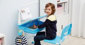 biurko dla chłopca z lampką i krzesłem Vipack COMFORTLINE