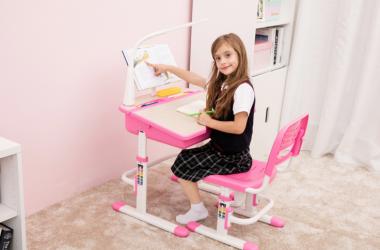 Biurko dla dziewczynki z lampką i krzesłem Vipack COMFORTLINE pink